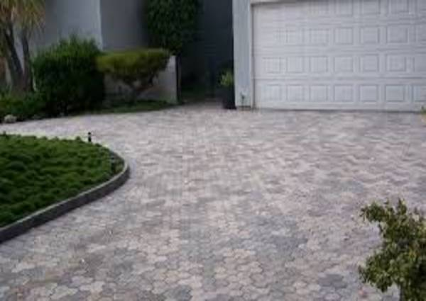 Driveway in North York