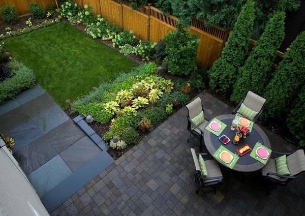 Backyard patio in Aurora