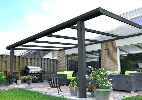 Building veranda in North York